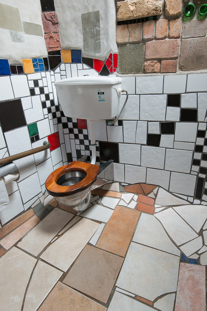 Kawakawa, Toilette  Hundertwasser.jpg